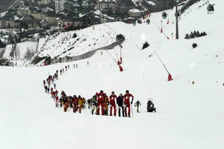 Los participantes subiendo la pista del Río